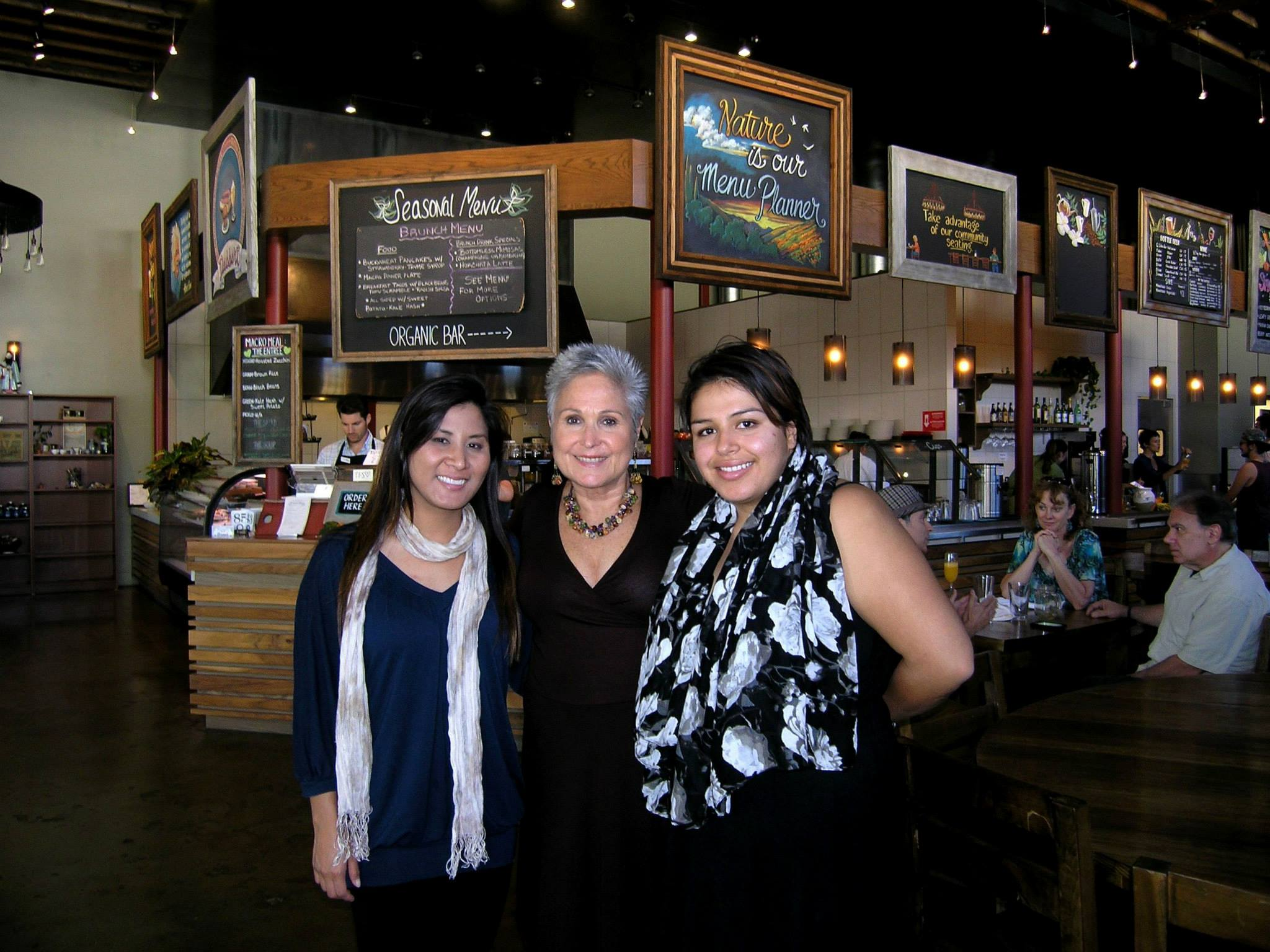 At wonderful veg cafe Casa de Luz, with organizers extraordinaires Linda Le and Elza Angulo